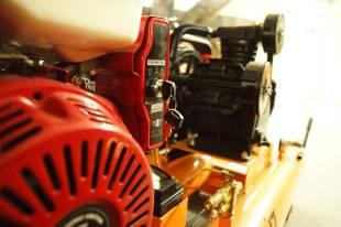 Бензиновый компрессор с электростартером